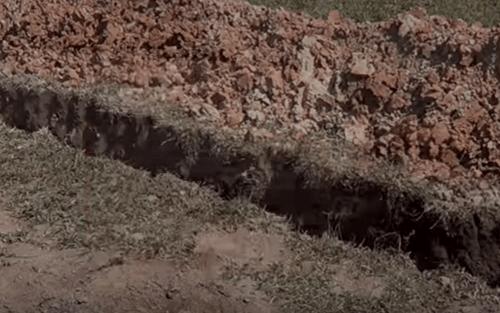 Траншея для трубопровода канализации