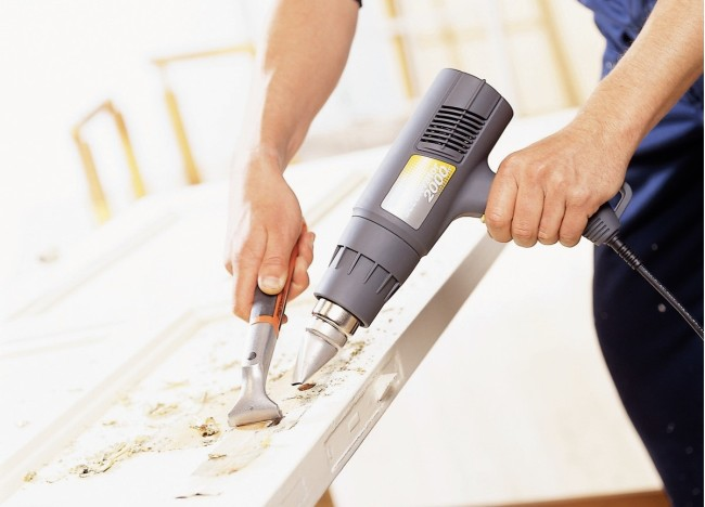 Снимать покрытие строительным феном просто и быстро