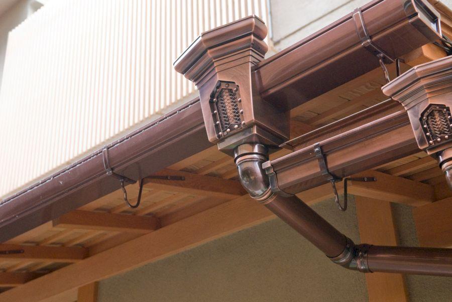 Какой слив для крыши лучше и как его смонтировать своими руками