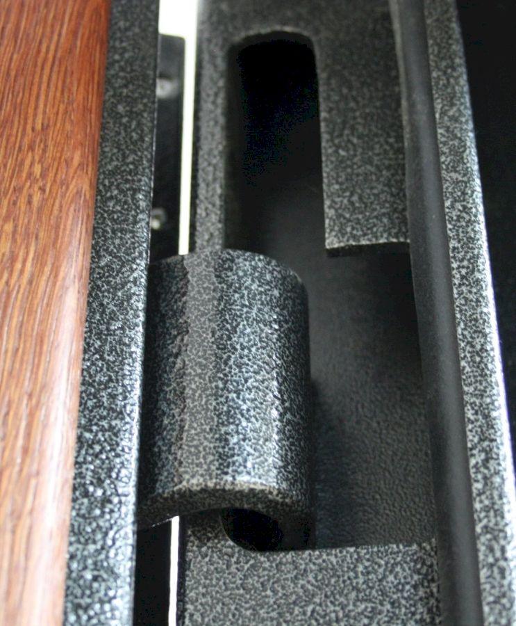 Вырез в дверном коробе для снятия тяжелого железного полотна со скрытых навесов