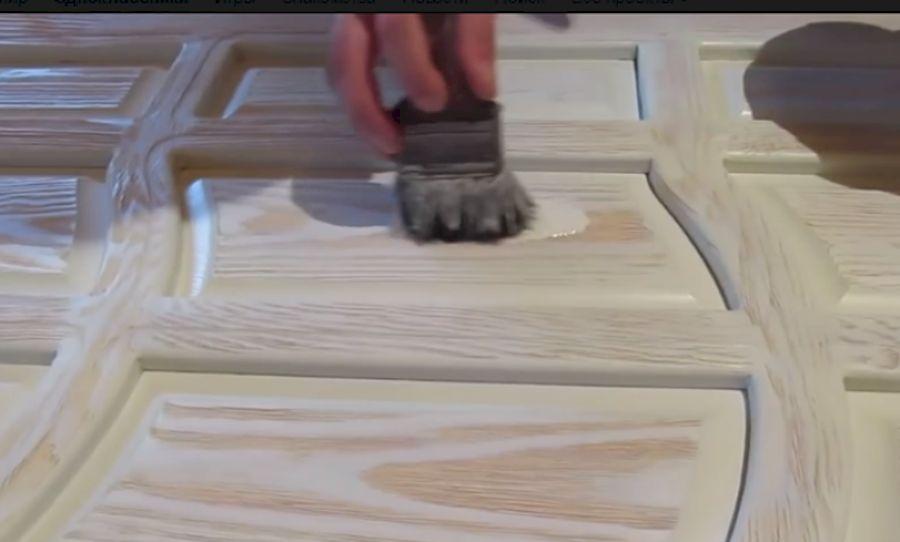 Окрашивание полотна кистью с жестким ворсом