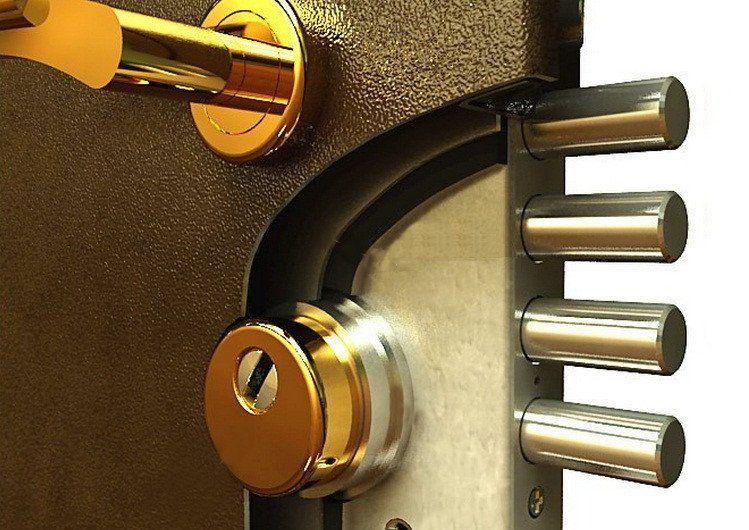 Защита замка металлической двери