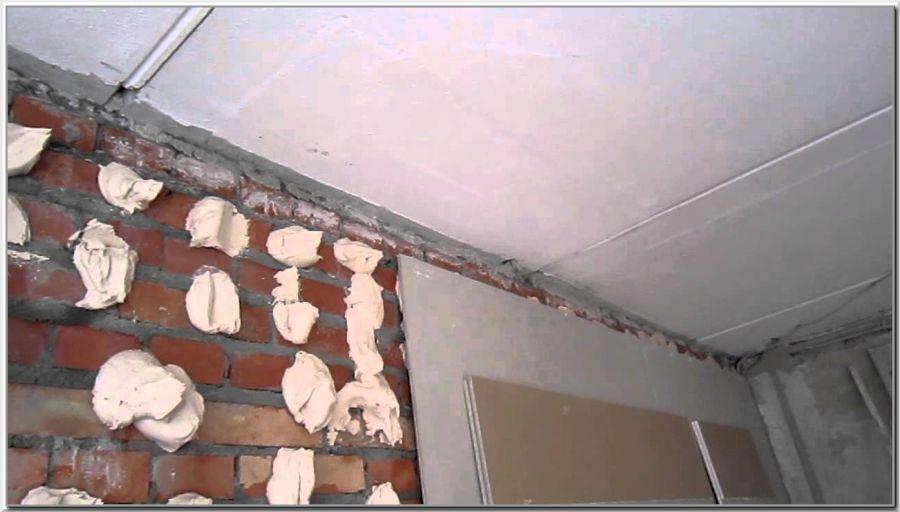 Как накидывать клей на стену