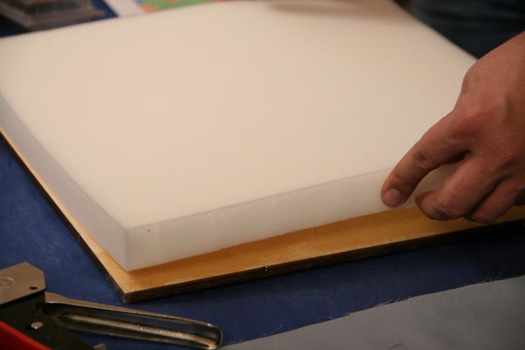 Как сделать стену из поролона и ткани