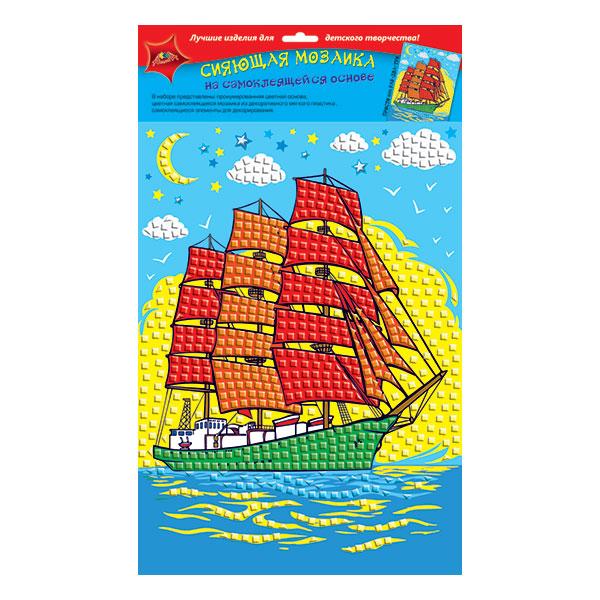 Мозаичную панель с детской тематикой лучше клеить вместе с ребенком