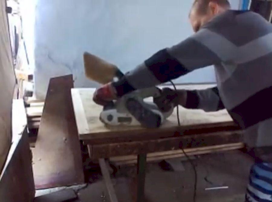 Зачистка полотна ленточной шлифмашинкой