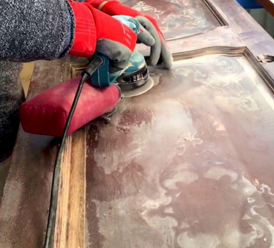 Снятие краски шлифовальной машинкой