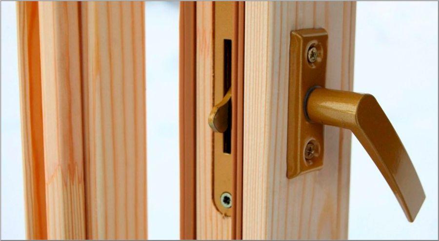 Щеколда старого образца для деревянных дверей