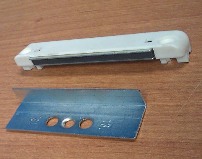 Дверной зацеп с магнитом