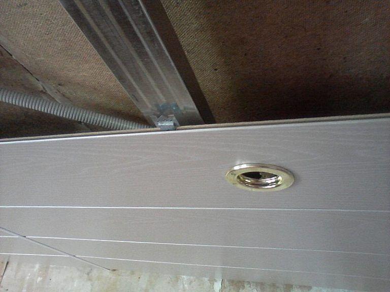Электрическая разводка в потолке из МДФ